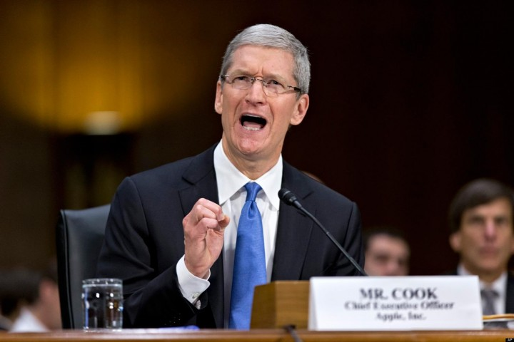 tim-cook-apple-hearing-huffpost (1).jpg