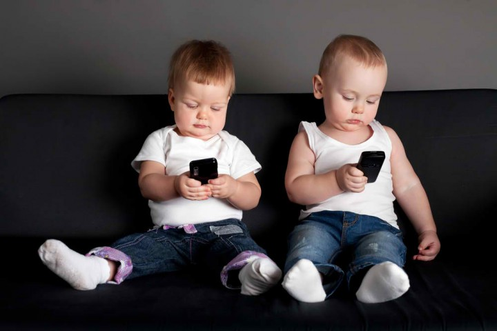 little-boy-and-girl-playing-with-mobile-phones.jpg