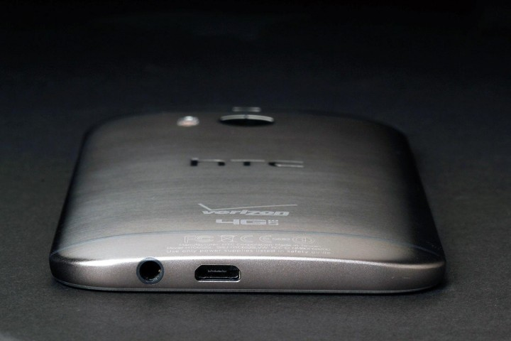 htc-one-m8-bottom.jpg