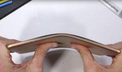 Тесты показали: iPad Mini 5 неубиваем и работает даже в согнутом виде